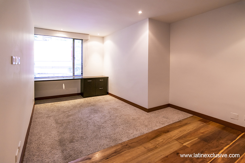 Duplex Apartment With Excellent Natural Lighting The Floors Are In Wood And Carpet Has Very Good Finishes Consists Of A Large Dining Room Gas